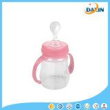 Бутылка младенца геля кремнезема подавая с бутылкой хлопья еды ложки