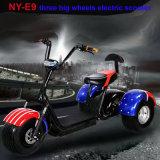 3つの車輪の電気スクーター