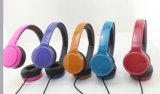 Écouteur coloré d'enfants pour la musique