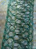 電流を通された金網の網か六角形ワイヤー網