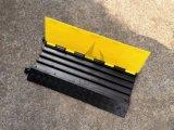 Da entrada de automóveis reflexiva de borracha da estrada de 4 canaletas protetor removível do cabo