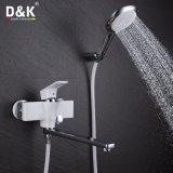 現代デザイン流線高品質の真鍮のクロム及び白く長い口の浴槽の蛇口