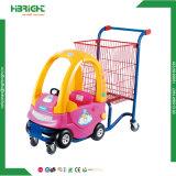 Centro commerciale del supermercato che affitta il passeggiatore del bambino