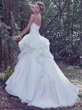 La mano di disegno dei 0063 reticoli cucita prende fuori dal vestito da cerimonia nuziale bianco