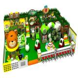 Campo de jogos interno dos miúdos macios maravilhosos do tema da floresta