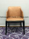 Qualität PU-lederner Aufenthaltsraum-Stuhl mit den hölzernen Beinen (FOH-BCC35)