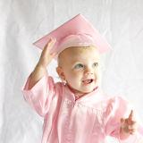 Robe blanche brillante de graduation d'enfants