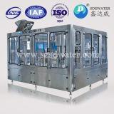 プラスチックびんの飲料水の充填機