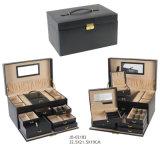De klassieke Zwarte Doos van de Juwelen van het Leer Faux met Gouden Hardware