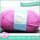 Colore solido strutturato all'ingrosso che lavora a mano il filato di lana puro
