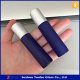 8ml e 10ml hanno glassato il rullo di vetro blu sulla bottiglia per olio essenziale della protezione nera