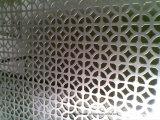 ステンレス鋼の金属フィルターか穴があいたシート