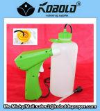 Désinfectant à l'insecticide à l'aide d'un pulvérisateur à déclenchement de batterie