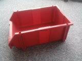 도매 창고 선반 잘 고정된 플라스틱은 상자를 분해한다
