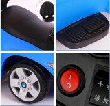Conduite à télécommande d'alimentation par batterie de véhicule électrique de trois couleurs sur le jouet