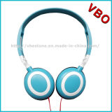 Auriculares estereofónicos de pouco peso do fone de ouvido da em-Orelha com cabo liso