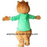 Chipmunk con il costume verde della mascotte del vestito