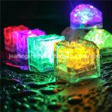 Cubi di ghiaccio variopinti infiammanti della decorazione LED della barra del Pub