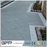 Il granito grigio scuro è caduto pietra per lastricati per le strade private