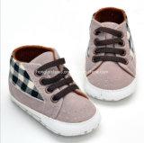Крытые ботинки младенца 04 малыша
