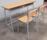 Het Bureau en de Stoel van Doule van het Klaslokaal van de School van de heet-verkoop