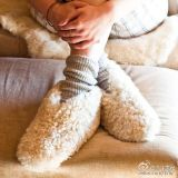 Deslizador ocasional do assoalho das sapatas das mulheres na castanha