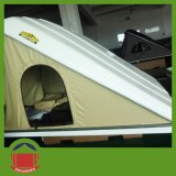 Campingのための三角のHard Shell Roof Top Tent