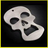 Apri di bottiglia speciale placcato argento antico del cranio del metallo