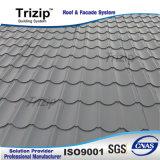 金属の屋根ふきは工場にパネルをはめる