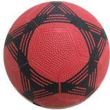Le football en caoutchouc de surface de caillou de trois couleurs