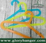 ハングの布のための卸し売りプラスチックハンガー