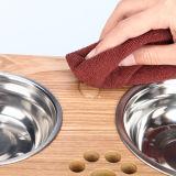 El tazón de fuente de madera del perro y tazón de fuente del agua del animal doméstico