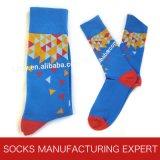 Casual colorido de la manera de los hombres vestido calcetines (UBM 1018)