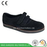 A saúde da benevolência calç pessoas adultas dos calçados