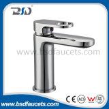 Mélangeur unique d'évier de robinet de bassin de salle de bains de traitement de trou de chrome en laiton
