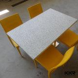 Таблица и стул искусственного каменного трактира обедая