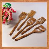 Cuisine en bambou faisant cuire l'ensemble de cosse