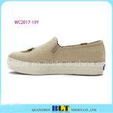 Zapatos de lona de las mujeres