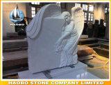 Hand geschnitzter schwarzer Granit-Engel mit Sculpted Rosen
