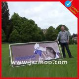 Stand meulé de drapeau de sports en plein air