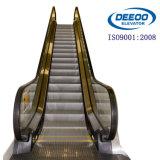 Boa escada rolante da HOME da alameda de compra do supermercado