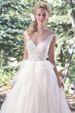 Vestidos de esfera nupciais de Tulle da V-Garganta mais o vestido de casamento W17628 do laço do tamanho