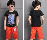 T-shirt do menino das crianças de flor da forma na roupa dos miúdos