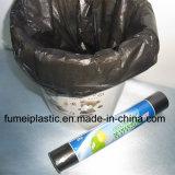 Bolso de basura material de reciclaje negro con la escritura de la etiqueta de papel