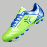 Fußball lädt im Freienfußball-Mann-Schuhe auf (AK32715)