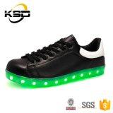USB способа людей перезаряжая светящие ботинки СИД с подошвами СИД светлыми