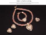 ダイヤモンドの中心の形のネックレスのリングのイヤリングのブレスレット4 PCSの一定の方法金アフリカの宝石類