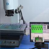 صغيرة حجم هاتف زجاجيّة يتفقّد مجهر ([إف-2515])