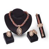 Bijou africain d'or de mode réglée de PCS des bracelets 4 de boucles d'oreille de boucles de colliers de forme de coeur de diamants