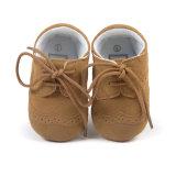 男の子および女の子の滑り止めの最初歩行者、柔らかい唯一の革赤ん坊靴